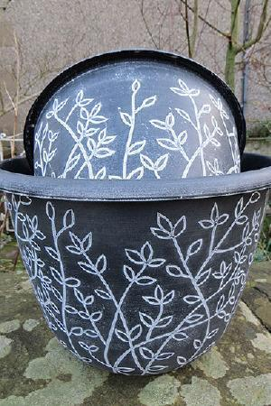 Serenity Black and White 30cm (12\') pot